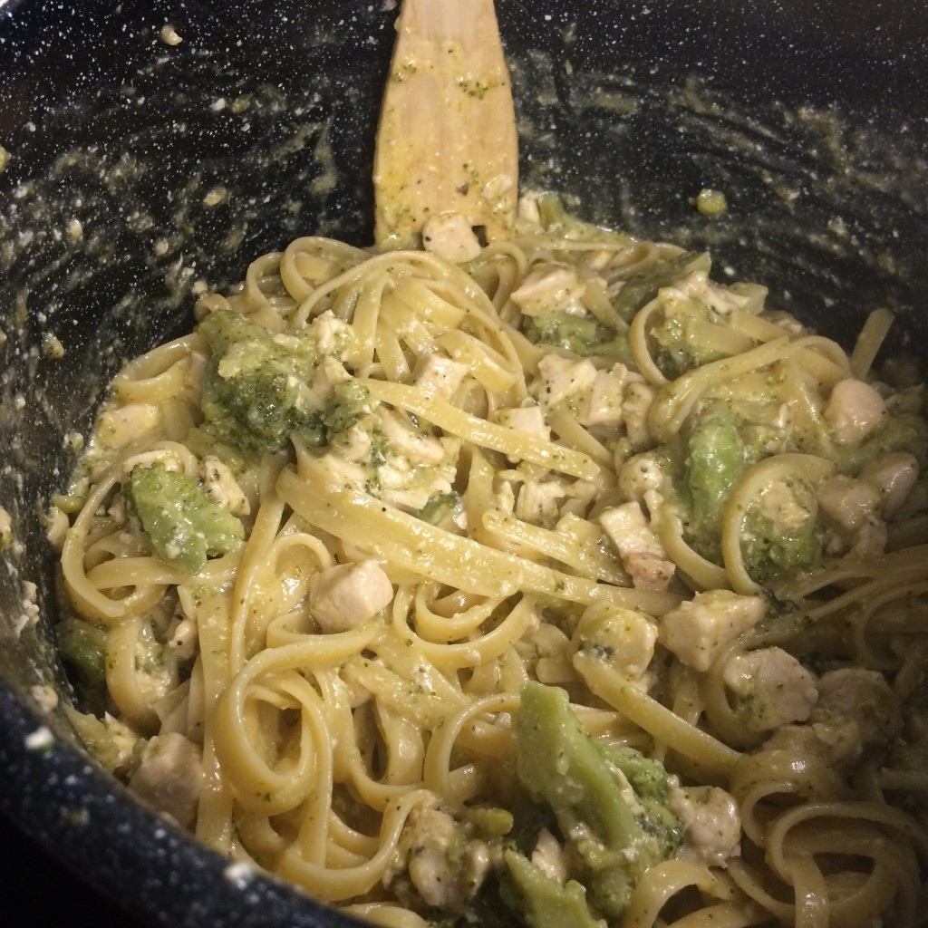 creamy chicken and broccoli pasta recipe kid friendly dinner 30 minute meal 20 minute meal moms bistro
