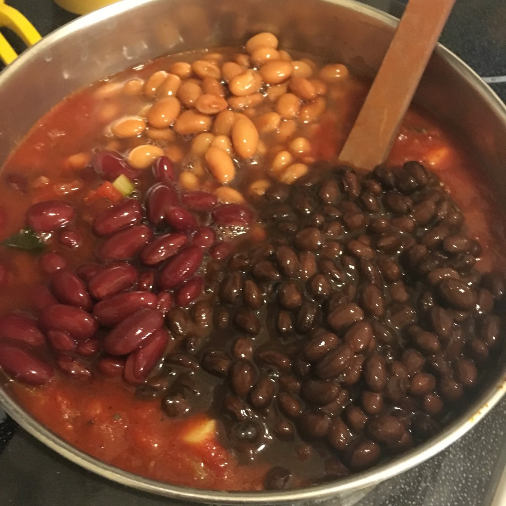 Meatless Monday 3 Bean Vegetarian Chili Vegan Quinoa Recipe Kid Friendly Moms Bistro